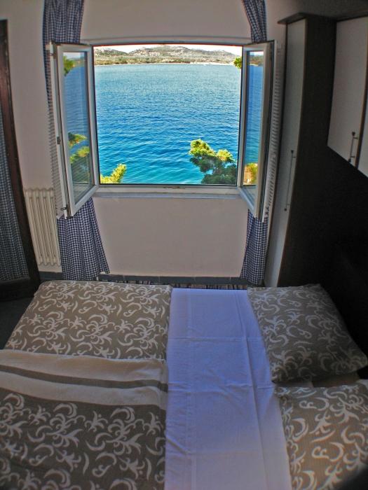 soba1 pogled kroz prozor (2)