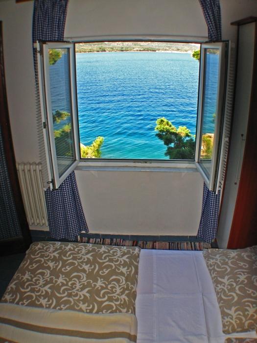 soba1 pogled kroz prozor (3)